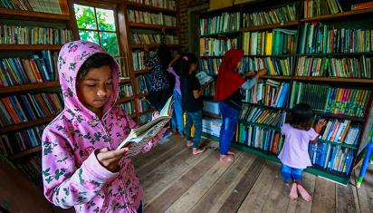 Buku yang tersedia menentukan selera baca. (Dok. Deden Iman/PR)